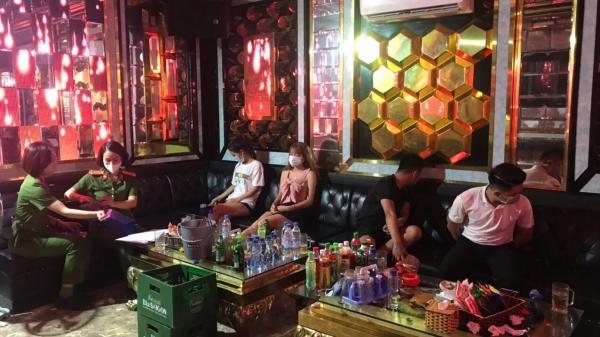 Lập biên bản quán karaoke hoạt động chui tại xã Minh Tân, Thủy Nguyên