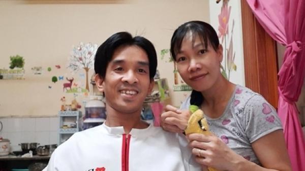 """Thầy giáo """"xe lăn"""" quê Thanh Hóa từng gặp tai nạn đến bác sĩ cũng lắc đầu và câu chuyện tình yêu đẹp như cổ tích"""