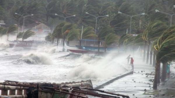 Bão Molave vào Biển Đông, Thủ tướng chủ trì họp khẩn cấp