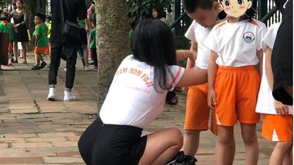 Thấy vật lạ của bố học sinh nhét trong cặp, cô giáo mầm non mặt biến sắc đòi nghỉ việc