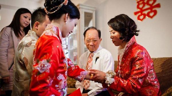 """Khinh dâu """"trồng rau, nuôi gà"""", mẹ chồng mang 1 triệu dẫn cưới rồi sốc trước cảnh tượng nhìn thấy"""