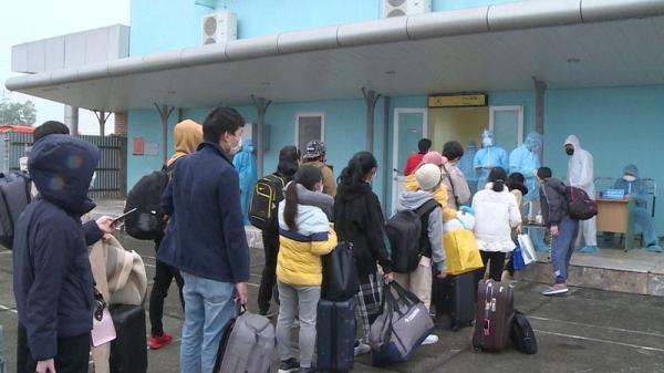 Hai chuyến bay đưa hơn 370 công dân Việt Nam từ Nhật Bản hạ cánh tại Thanh Hóa