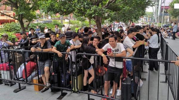 'Chiếc iPhone 12 đầu tiên về Việt Nam giá không dưới 200 triệu đồng'
