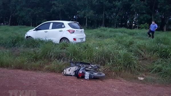 TAI NẠN NGHIÊM TRỌNG: Người phụ nữ lái ô tô tông vào xe máy khiến 3 cha con thương vong