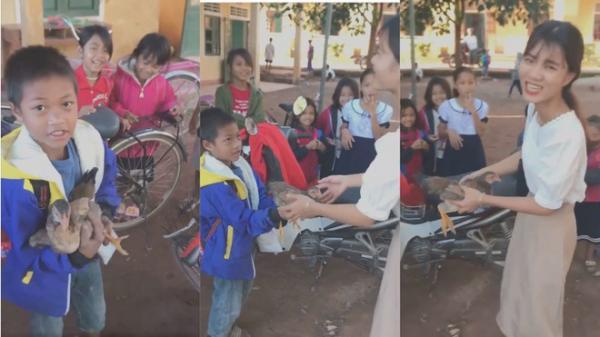 Cậu học trò bắt con gà đựng vào bao tải mang tặng cô giáo: Nụ cười ấm áp từ sự đơn sơ