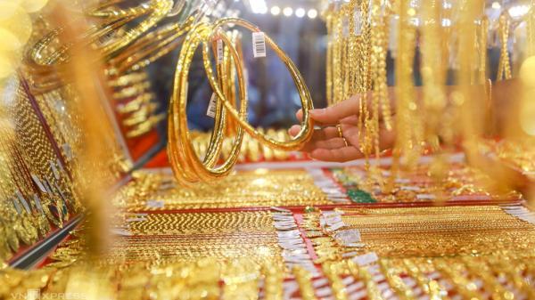 Giá vàng hôm nay 7-3: Người mua lỗ cả triệu đồng/lượng