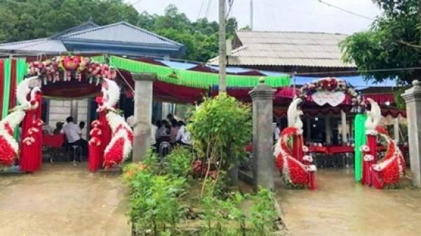 Đám cưới sát vách, cổng chào giống hệt nhau khiến dân mạng nghi ngờ photoshop