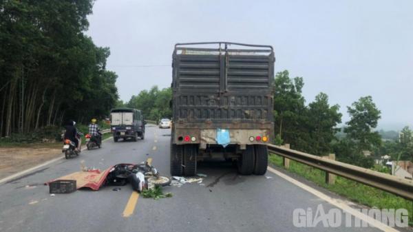Thanh Hóa: Va chạm với xe đầu kéo, nam thanh niên tử vong tại chỗ