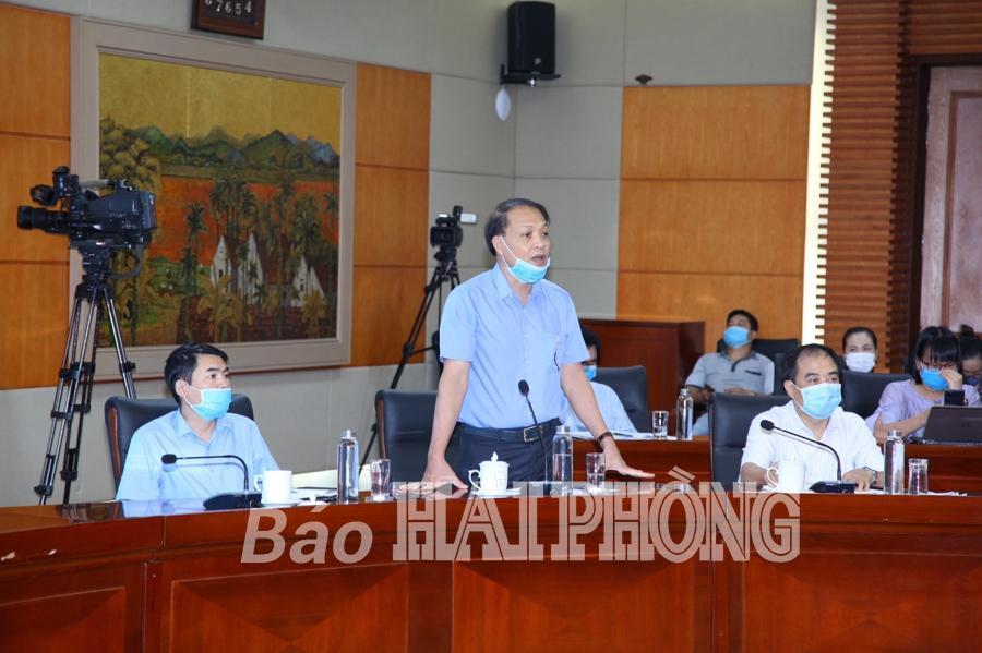 Đồng chí Bùi Quang Hải, Giám đốc Sở Công thương phát biểu tại cuộc họp.