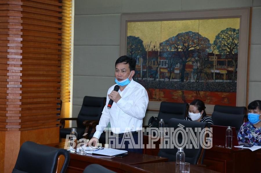 Đồng chí Nguyễn Văn Phiệt, Chủ tịch UBND quận Lê Chân phát biểu tại cuộc họp.