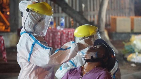 Đà Nẵng: Người bán hoa mắc COVID-19, xét nghiệm 1.445 người