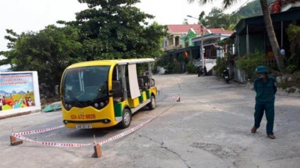 Thương tâm bé trai 5 tuổi bị xe điện đâ๓ էɦїệէ ɱạɳɠ khi sang đường