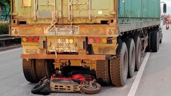 Va chạm với xe container của tài xế người Hải Phòng, nam thanh niên 18 tuổi t.ử v.o.n.g tại chỗ