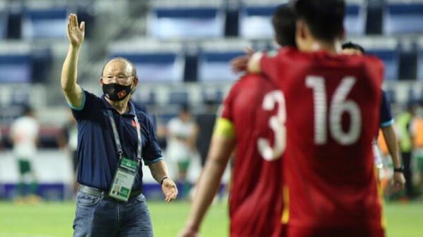 Nhận án phạt từ FIFA, HLV Park Hang-seo bị cấm tiếp xúc với học trò trong trận Việt Nam vs UAE