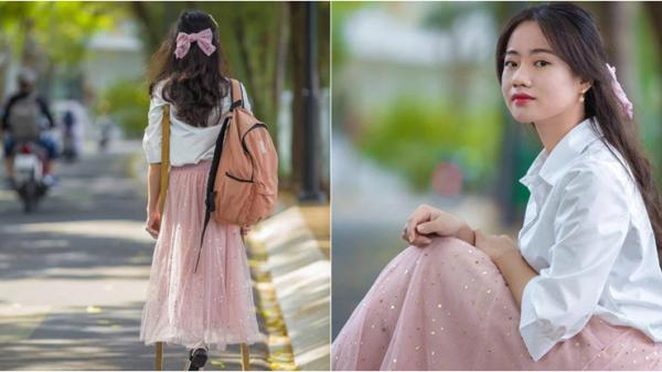 Khoảnh khắc cực đẹp trên MXH: Nữ sinh đại học 15 năm đến trường bằng đôi nạng gỗ