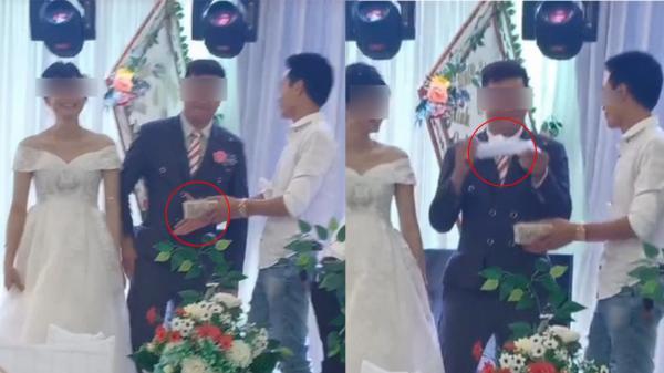 Đám cưới bạn thân mừng một cọc tiền lẻ, chú rể cực ngầu lôi túi nilong chuẩn bị sẵn ra đựng: Anh đây tính cả rồi