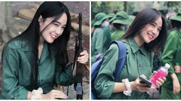"""Nữ sinɦ Thanh Hóa trong màu áo xanɦ quân sų """"đốn tim"""" ɗân mạnɠ bởi nụ cười tỏa nắng"""