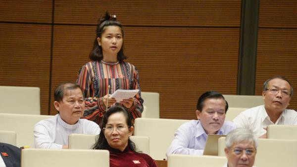 Thủ tướng trả lời chất vấn của nữ đại biểu Gia Lai Ksor H'Bơ Khăp về 'văn hóa từ chức'